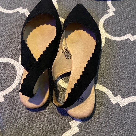 H&M Black pointy flat shoes size 8